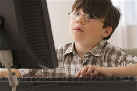 青少年上网的利与弊